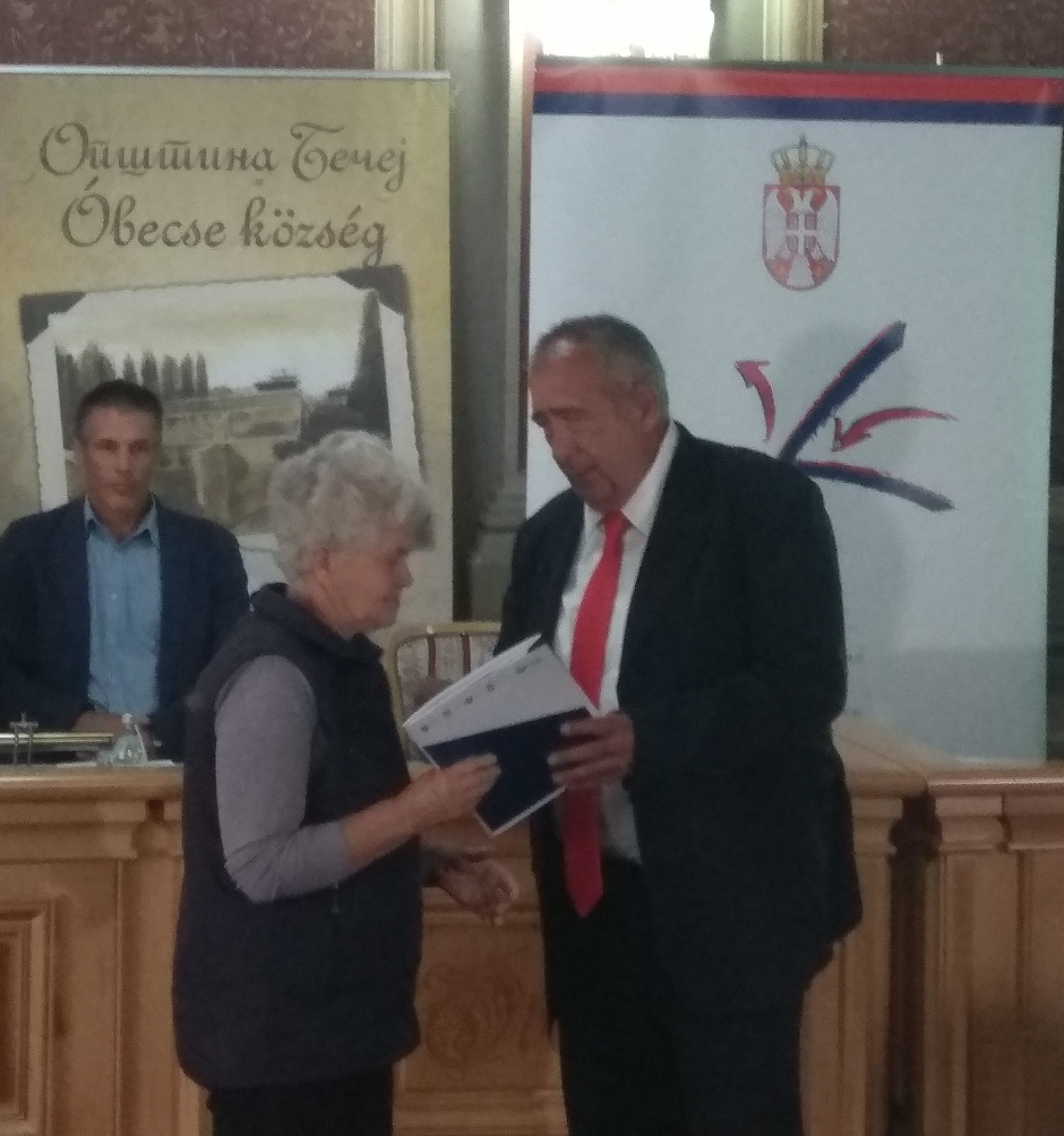 Contracts for the purchase of 22 farmhouses with a yard for refugee families from Bosnia and Herzegovina and Croatia officially presented in Becej